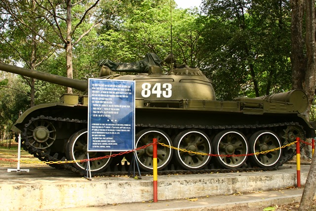 Vietnamese_T-54A_or_Type_59_tank_at_the_Reunification_Palace_in_Ho_Chi_Minh_City,_Vietnam
