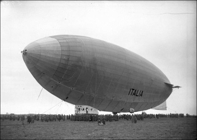 Bundesarchiv_Bild_102-05738,_Stolp,_Landung_des_Nordpol-Luftschiffes_'Italia'